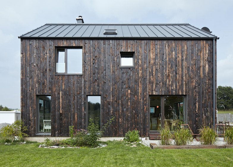 Montovaný dom Drevený obklad Mjolk Architekti